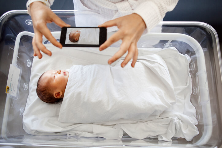 Taking Surrogacy Delivery Photos — What to Know