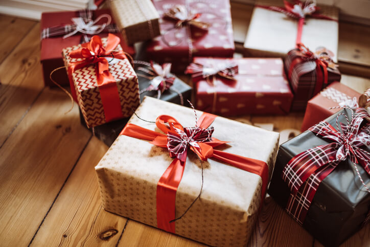 10 Holiday Gift Alternatives for Those Going Through Surrogacy