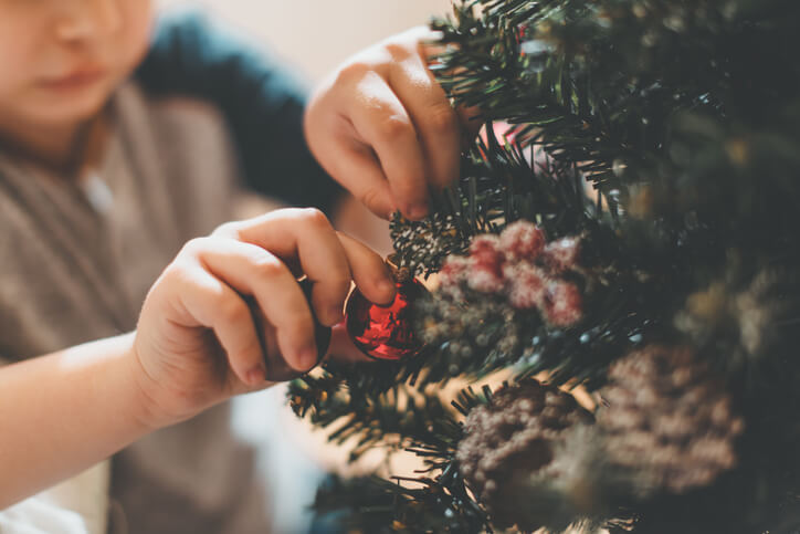 10 Ways to Incorporate Your Surrogacy Story into the Holiday Season